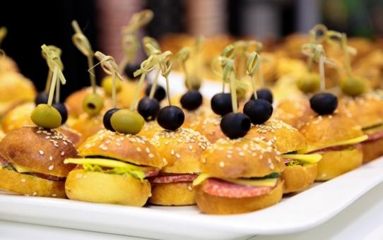 Czym kierować się przy wyborze firmy cateringowej?
