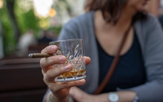 Prywatny ośrodek leczenia alkoholizmu – czy warto skorzystać z płatnego leczenia?