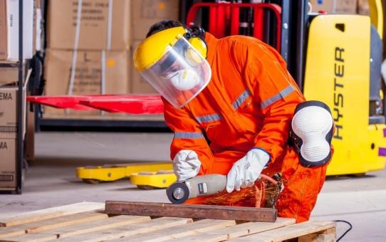 Dobra ochrona w pracy - jak chronić twarz i oczy