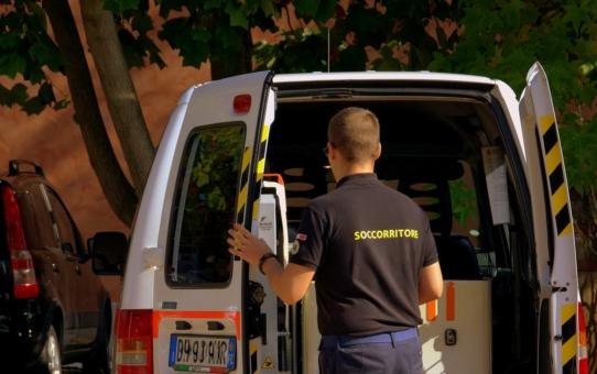 Prywatny transport medyczny – w jakich sytuacjach się sprawdzi?